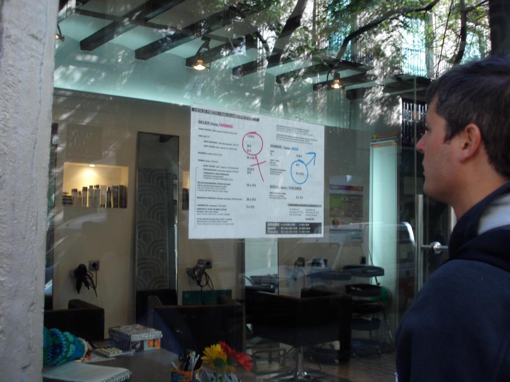 Sim, esse sou eu de cabelo preto em uma das muitas saídas de campo para projeto na linda Barcelona.